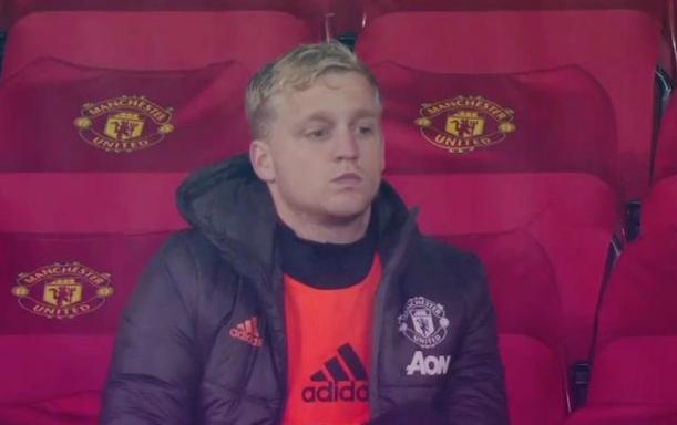 van-de-beek-benched-manchester-united-01